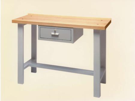 Arredo industriale su misura: i tavoli da lavoro